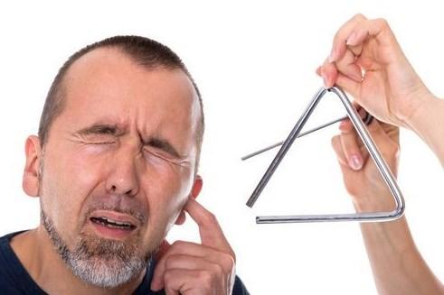 kualitas-pendengaran-menurun-akibat-telinga-berdengung